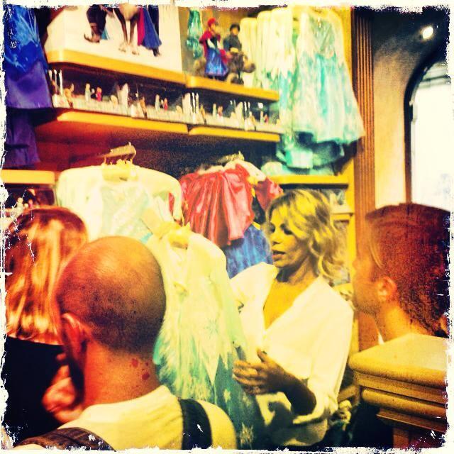 alessia shopping disney store roma