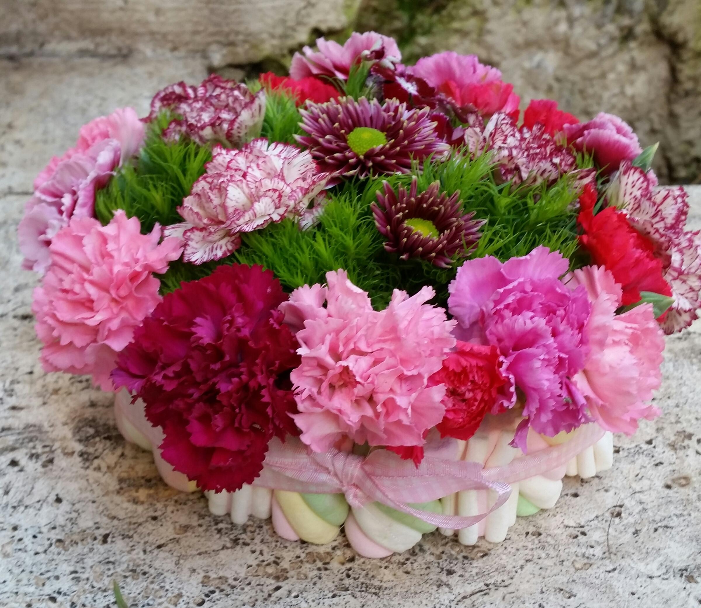 Favoloso Composizione di fiori e marshmellow per feste golose | Family Life CH08