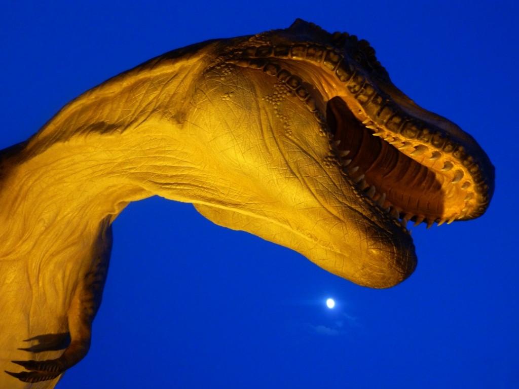 Tyrannosaurus al chiaro di luna
