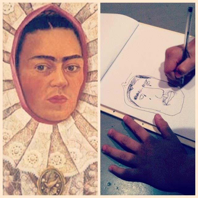 Ludovico disegna dal vivo un autoritratto di Frida